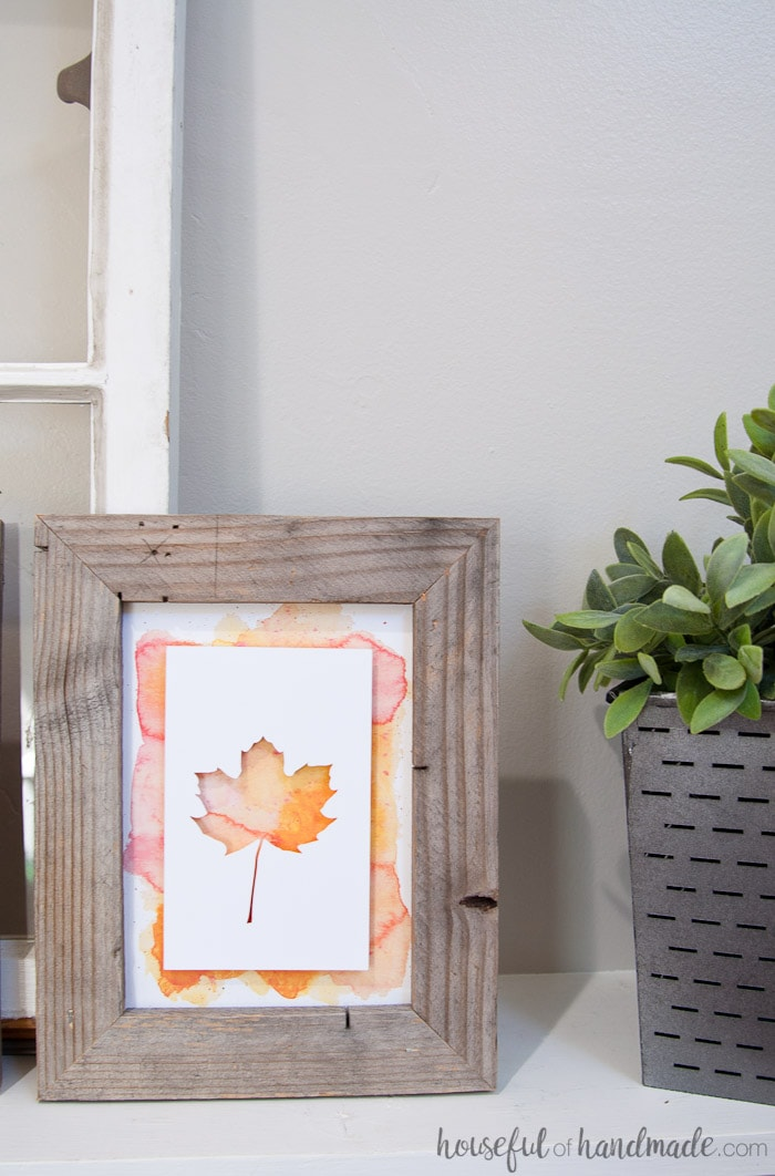 Get ready for autumn with these rustic leaf printables. Easy DIY rustic fall decor. Housefulofhandmade.com