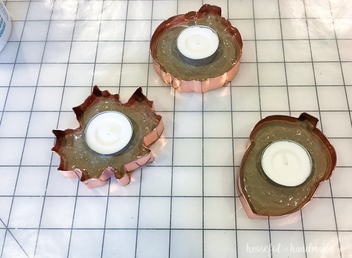 Tea lights are perfect for decorating. I love these easy to make copper tea light holders. Housefulofhandmade.com