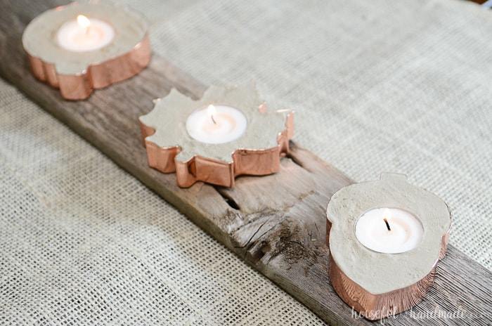 I love these beautiful fall candle holders! They are so easy to make with concrete and cookie cutters. Housefulofhandmade.com
