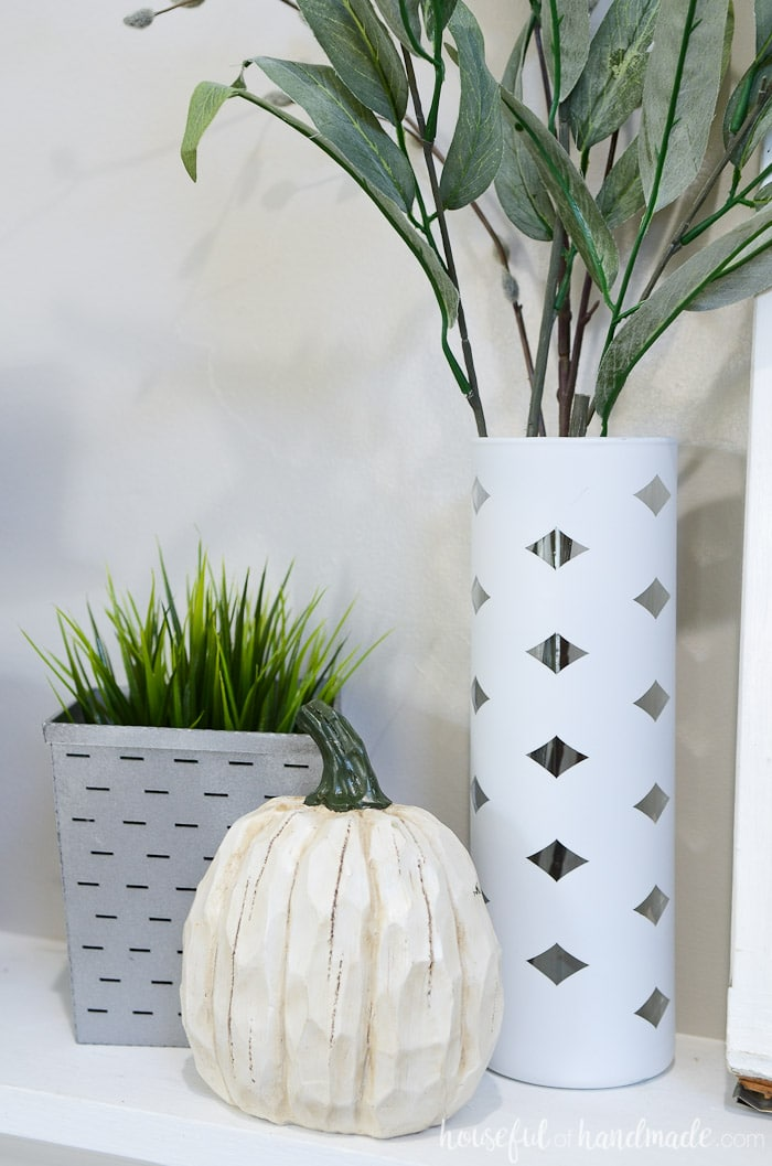 You don't have to fill your home full of pumpkins to decorate for fall. See the details of this beautiful rustic fall mantel. Housefulofhandmade.com