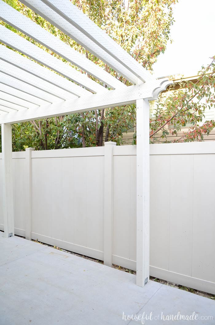 See how we turned our boring side yard into usable living space. This patio pergola is the perfect weekend project. Housefulofhandmade.com