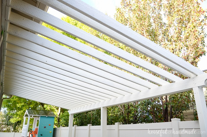 I love our new patio pergola! It is the perfect way to define our outdoor dining space. Housefulofhandmade.com