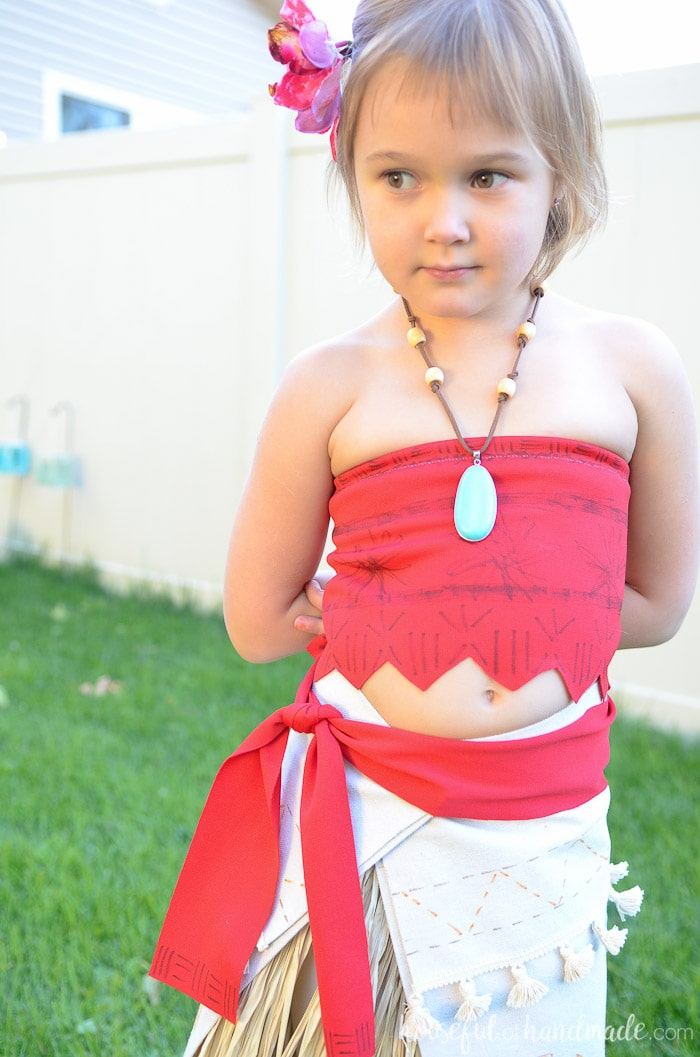 This is the best easy Halloween costume idea. See how to make this easy DIY Moana costume at Housefulofhandmade.com.