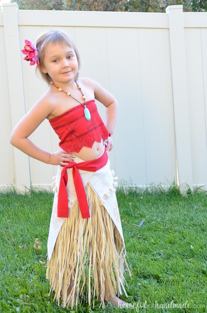 This super cute DIY Moana costume is so easy to make. I love how easy all the details are to make. Housefulofhandmade.com