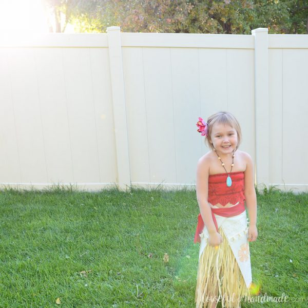 Create the perfect island princess costume with this easy DIY Moana costume from Disney's Moana movie. Housefulofhandmade.com