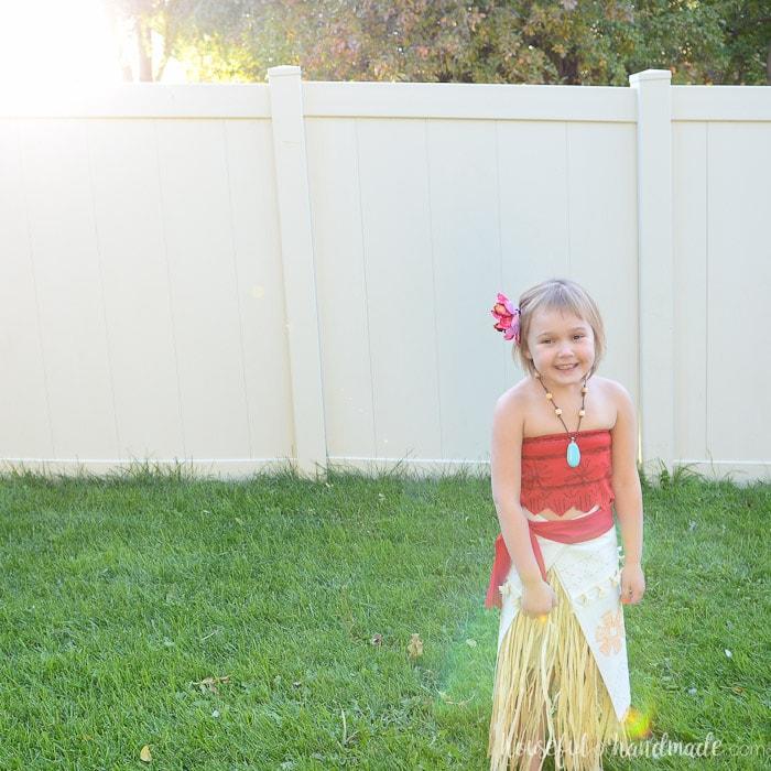 Create the perfect island princess costume with this easy DIY Moana costume from Disney's Moana movie. Housefulofhandmade.com
