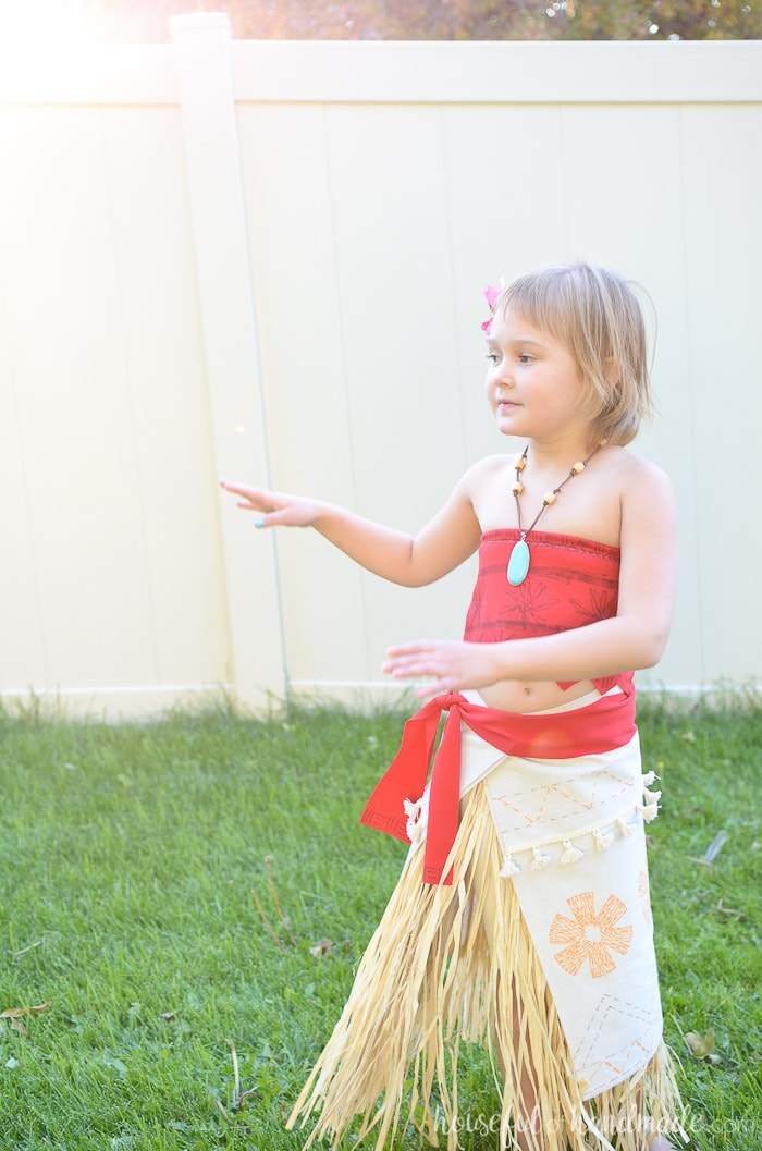Create the perfect DIY Moana costume with this easy tutorial. Housefulofhandmade.com