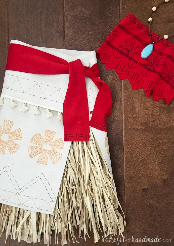 Create the perfect princess Halloween costume with this easy DIY Moana costume. Housefulofhandmade.com