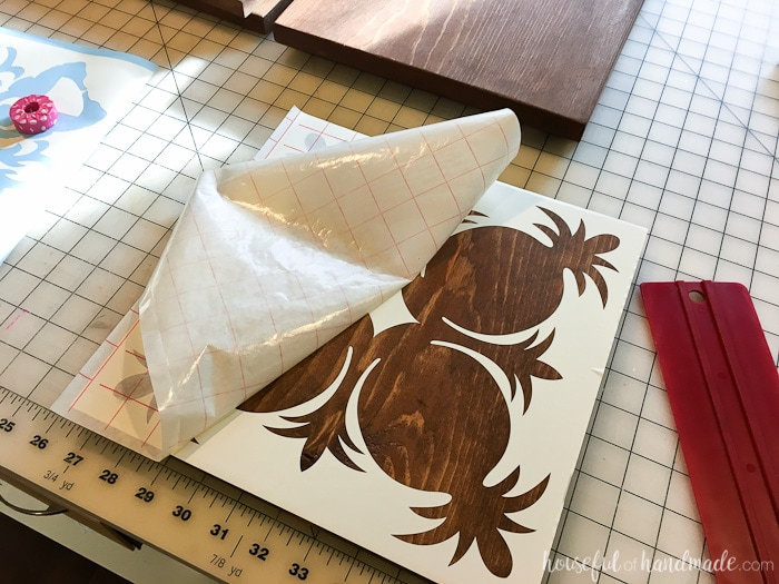 Create easy tropical wall art with a 1x10 board and these beautiful Hawaiian quilt stencils. Housefulofhandmade.com