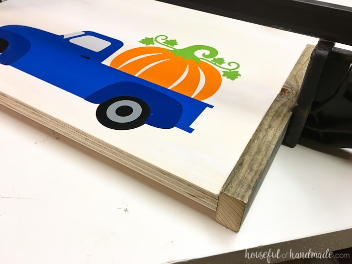 This sign is so easy to make! I love how the wood pumpkin sign turned out. Housefulofhandmade.com