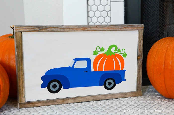 Upcycle wood scraps and reclaimed wood into a pumpkin sign for fall! Get the super easy tutorial from Housefulofhandmade.com.