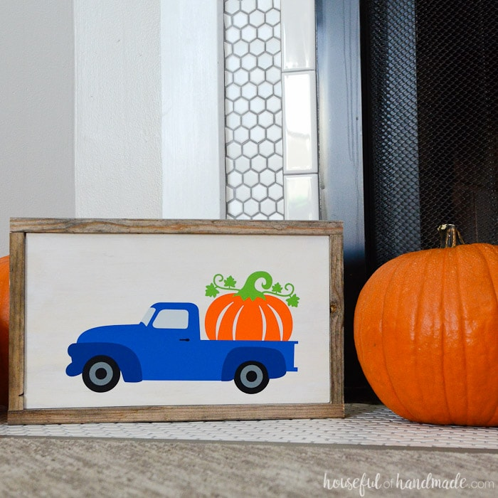 This whimsical wood pumpkin sign was made out of reclaimed wood. Its the prefect decorating idea for fall. Housefulofhandmade.com