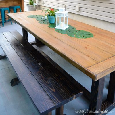 Create the perfect outdoor dining space with the outdoor dining table plans. The rustic table and dining benches are perfect for a large family gathering. Housefulofhandmade.com