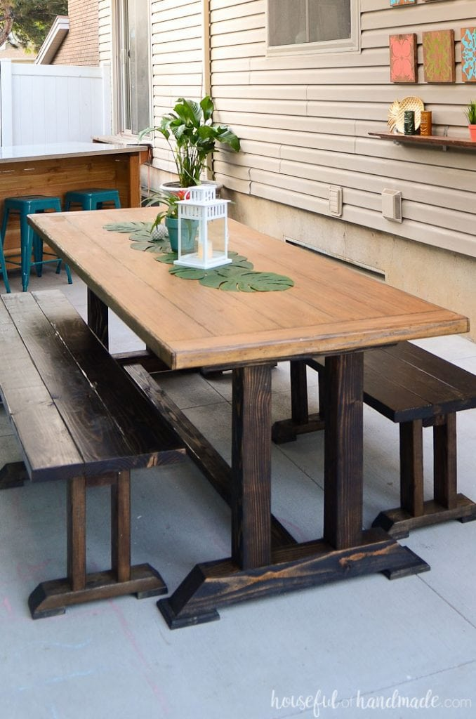 This easy to build picnic table is perfect for a large family gathering. The dining table and benches can be built on a budget. Get the free plans from Housefulofhandmade.com.