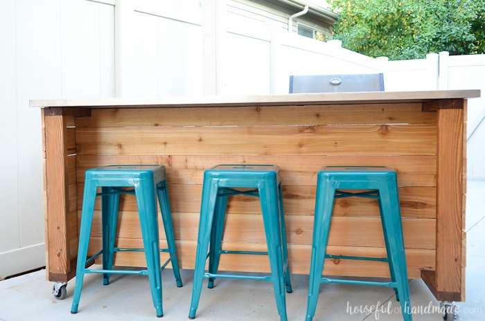 This beautiful outdoor kitchen island has plenty of storage and includes room for extra seating. Get the free build plans at Housefulofhandmade.com