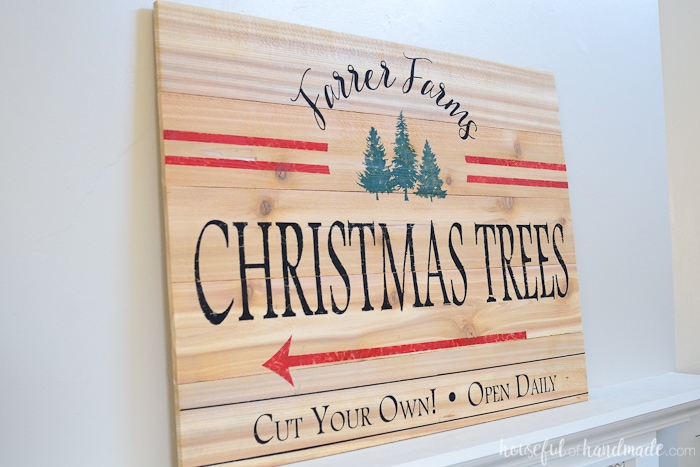 Turn inexpensive fence pickets into a beautiful farmhouse Christmas sign. This vintage Christmas tree farm sign is perfect for a festive mantel. Housefulofhandmade.com