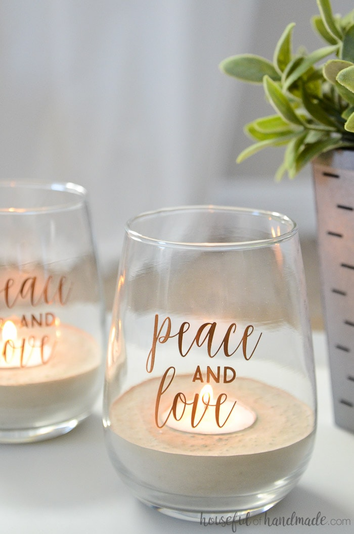 If you love the concrete trend you have been seeing in home decor, but have been afraid to try it out. This is perfect for you. These concrete tea light candle holders are so easy to make. Housefulofhandmade.com