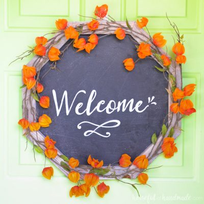 Add curb appeal to your home with a beautiful new wreath. This reclaimed wood chalkboard wreath is the perfect way to add farmhouse charm to your home this fall. Housefulofhandmade.com