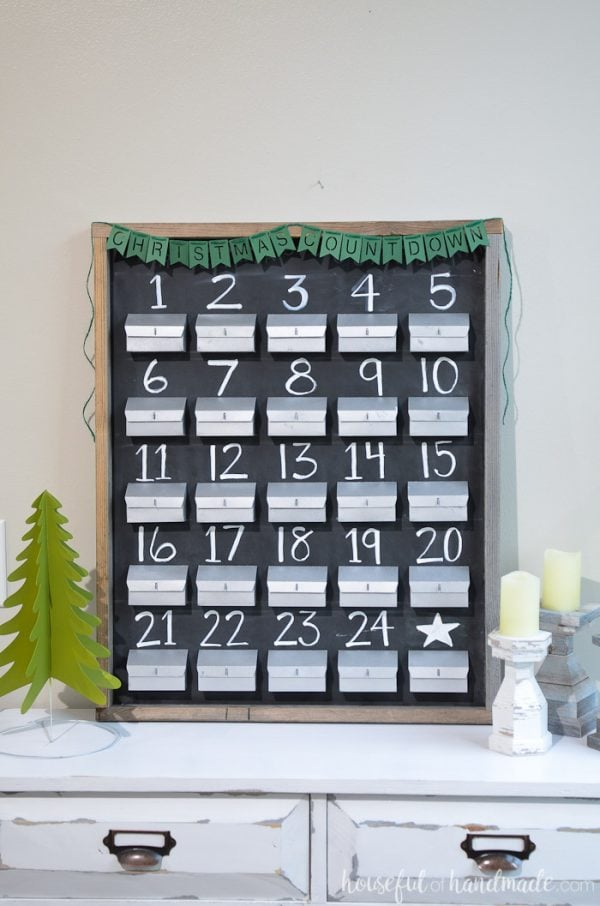Create an advent calendar out of paper. This beautiful chalkboard advent calendar is refillable and works perfectly with your farmhouse decor. Housefulofhandmade.com