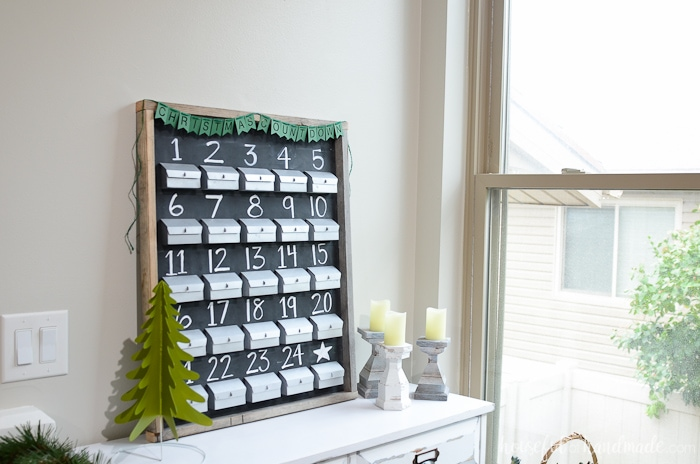 I love this DIY advent calendar. Make refillable paper advent calendar boxes to create a beautiful rustic advent calendar. Housefulofhandmade.com