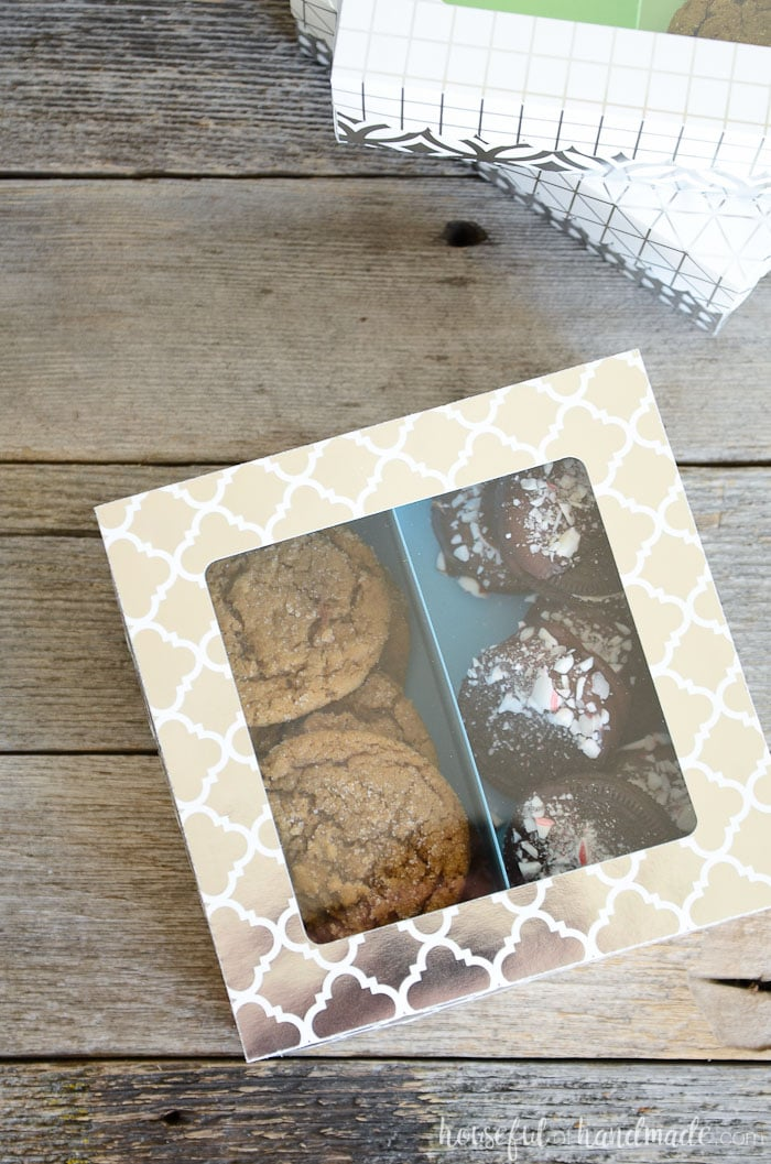 These adorable cookie gift boxes look like they came from a professional bakery. The paper treat boxes are perfect for last minute Christmas gifting. Housefulofhandmade.com