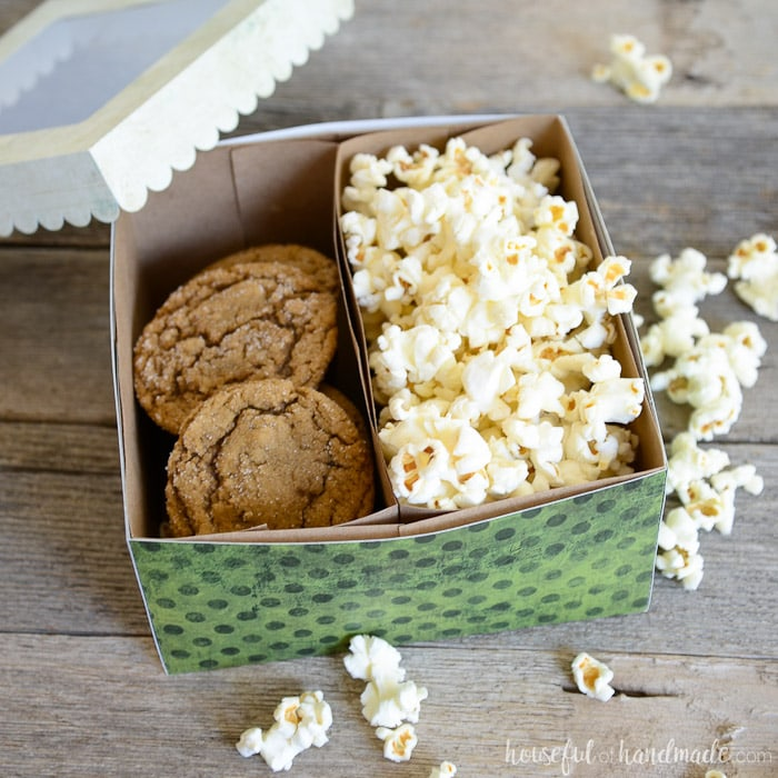 This large cookie gift box is perfect for delivering your favorite Christmas cookies or treats. See how easy it is to make at Housefulofhandmade.com.