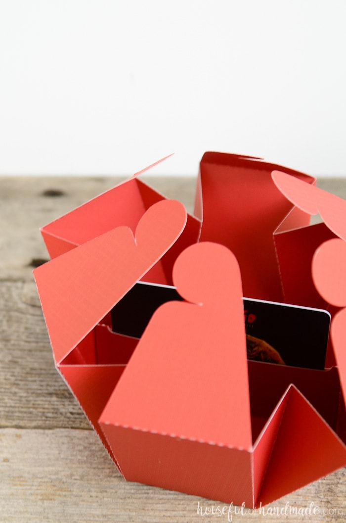 Love the idea for this gift card holder! A hexagon shaped gift card box that falls open to reveal the gift card inside. Easy DIY with the free cut file. Housefulofhandmade.com