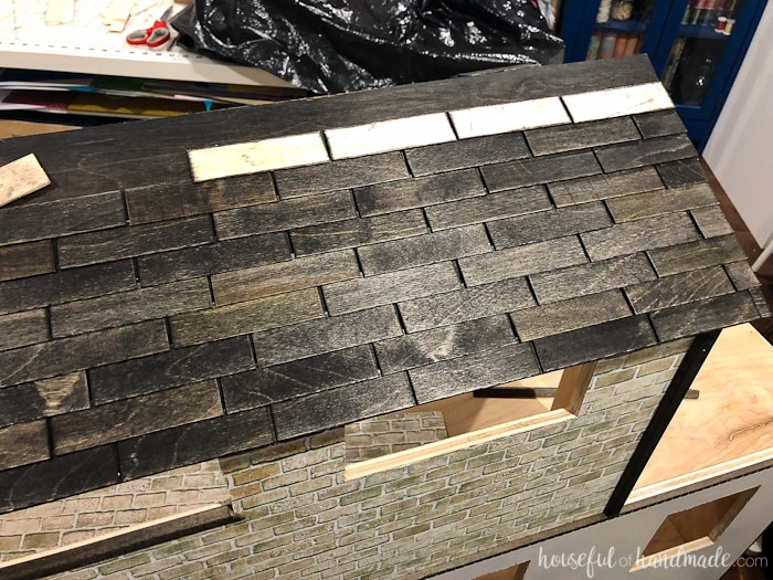 Easy way to create a beautiful shingled roof on your handmade dollhouse. Housefulofhandmade.com