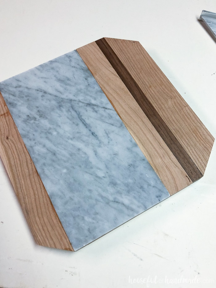 I love this beautiful wood and marble cutting board. Check out the easy tutorial on Housefulofhandmade.com
