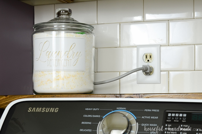 Laundry detergent stored in a glass jar with white label for the farmhouse laundry room reveal. Housefulofhandmade.com