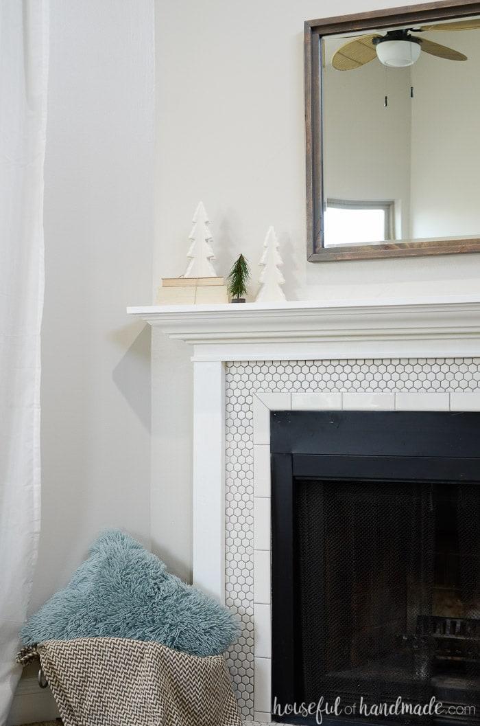 Create a cozy home with a beautiful farmhouse winter mantel. Housefulofhandmade.com