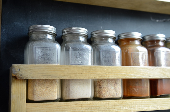Organize all your spices with spice jar labels and a new wall mounted spice rack! Get the free build plans from Housefulofhandmade.com.