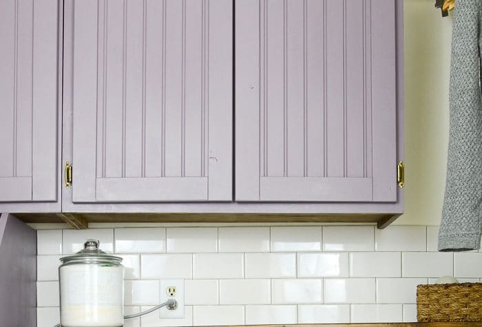 Build cabinet doors to update your old cabinets on the cheap! Using a few simple woodworking techniques, you can update your old cabinet doors without spending a fortune. These DIY shaker cabinet doors are easy to build and look amazing.