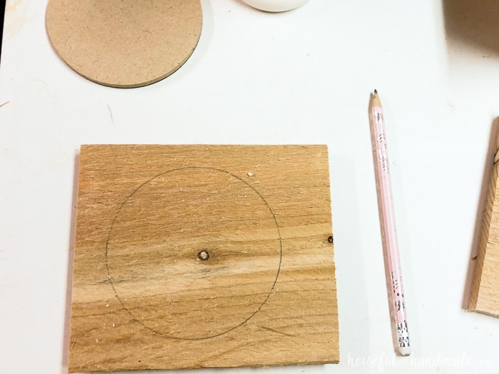 "Trace the 4"" circle on the boards as part of the mini herb garden plans. Housefulofhandmade.com"