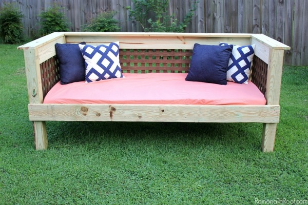 Who doesn't dream about long lazy days outside, maybe reading your favorite book? Well you can have that dream with Rain on a Tin Roof's DIY Outdoor Daybed.