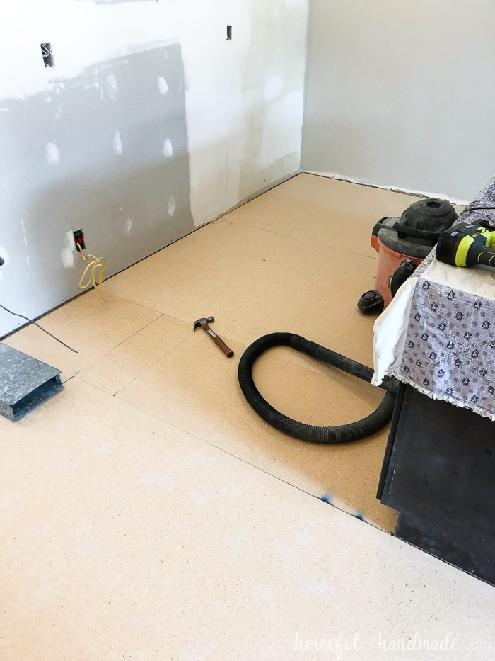 Adding a new subfloor is the perfect way to prepare for new vinyl flooring. Housefulofhandmade.com