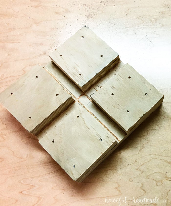This homemade right angle jig help keep things square when you build your own cabinets. Make it from scrap wood. Housefulofhandmade.com