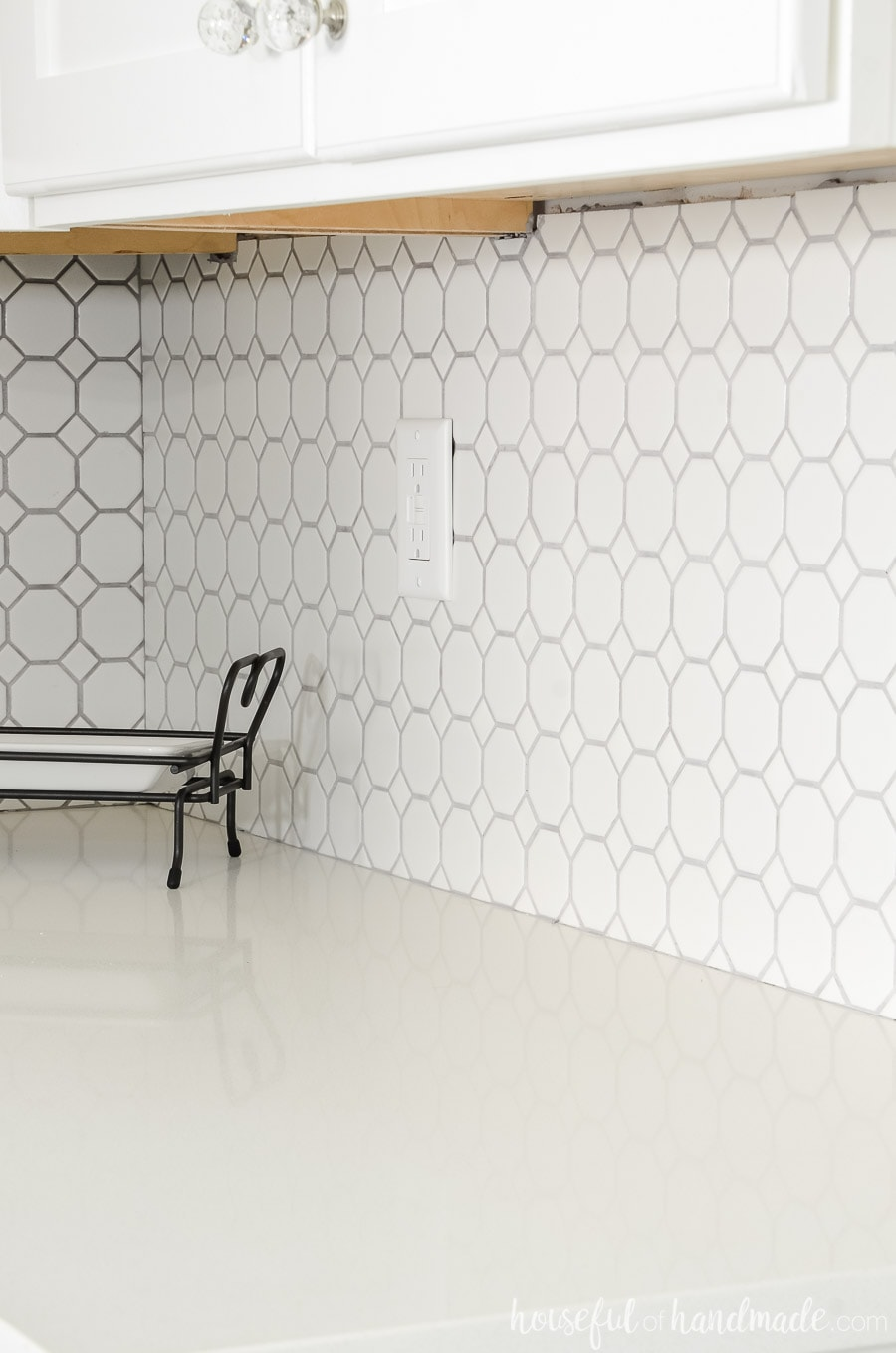 Beautiful Retro Octagon White Dot tile from Jeffrey court is the perfect backsplash to add texture and personality to any space. Housefulofhandmade.com