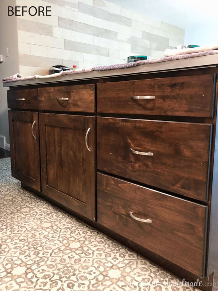 This basic dark wood island is getting a makeover as part of The Furniture Flippers series. See the farmhouse kitchen island makeover at Housefulofhandmade.com.