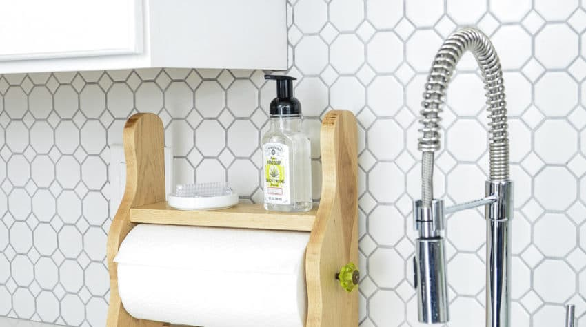 Add a little rustic charm to your kitchen with this 15 minute farmhouse paper towel holder craft. Its the perfect accessory for any modern farmhouse kitchen. Housefulofhandmade.com