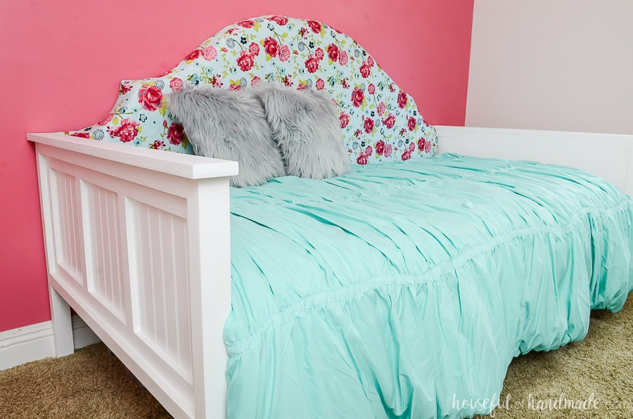Create a sanctuary in the bedroom with a beautiful upholstered day bed. These easy build plans are perfect for creating a new bed on a budget. Housefulofhandmade.com