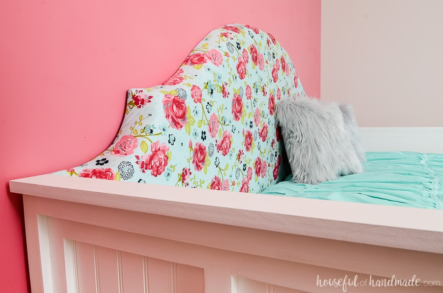 Build a beautiful upholstered day bed with these free build plans. The chic design of this DIY headboard is perfect for any girls room. Housefulofhandmade.com
