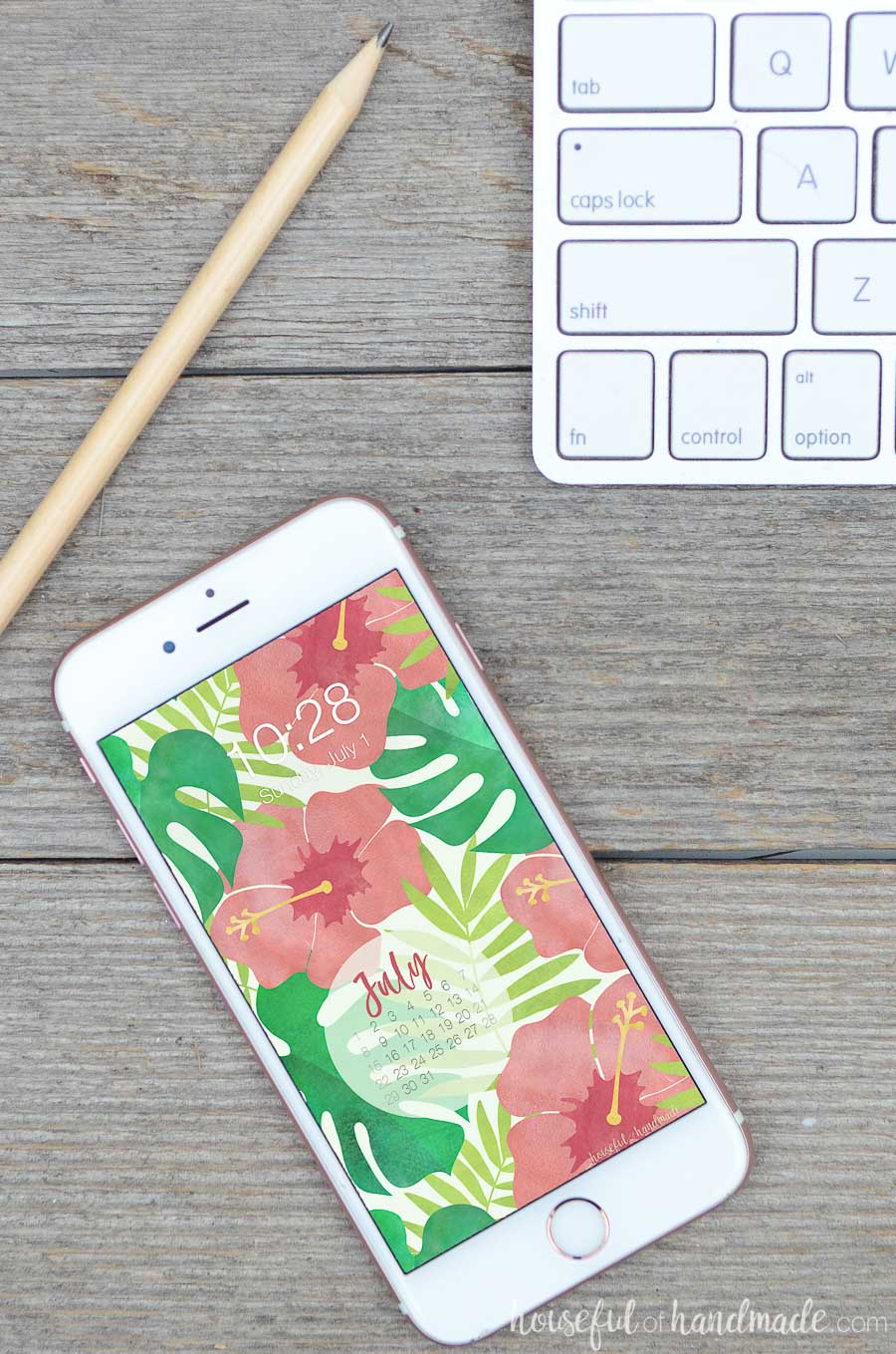 Stay organized this summer with these free digital backgrounds. The July 2018 calendar is perfect for letting you see the month at a glance without unlocking your smartphone. Housefulofhandmade.com