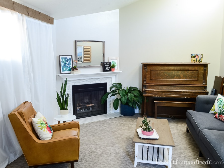 Create a tropical living room with these tips. Great ideas for decorating on a budget for the season. Housefulofhandmade.com