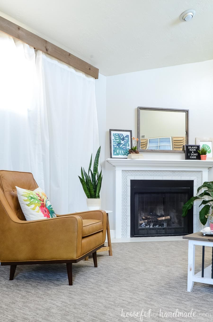 See how easy it was to create a tropical living room on a budget with these easy summer decor ideas from Housefulofhandmade.com.