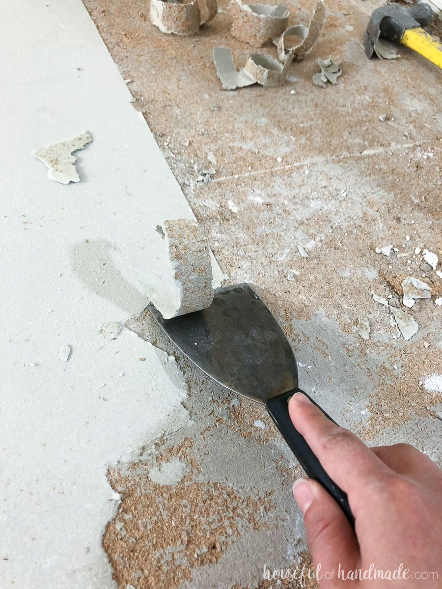 Scrape the warmed linoleum off the floor to remove the linoleum the easy way.