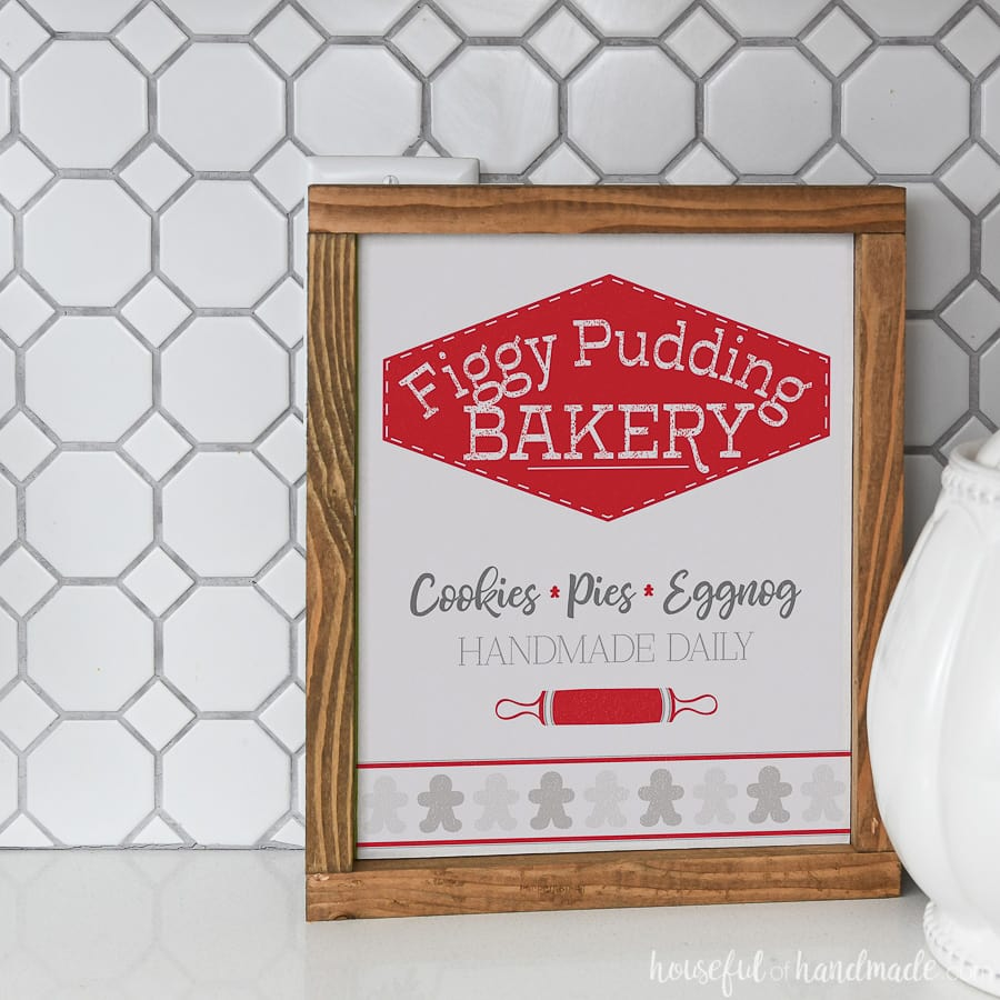The easiest DIY wood signs made from printables. Figgy Pudding Bakery Christmas printable.