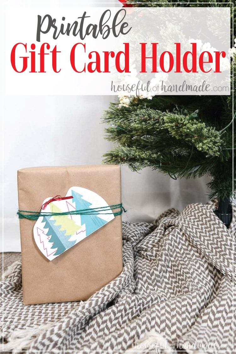 Give you gift card in style with this printable Christmas gift card holder that you can make in just minutes. Instead of gifting your cards in the tiny little envelopes they come in, dress things up a bit with a printable gift card holder. Housefulofhandmade.com | #giftcard #christmasgift #printable #christmas