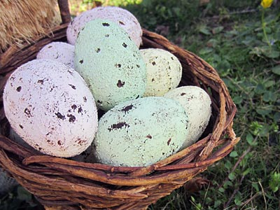 Kids Craft: Speckled Plastic Easter Eggs