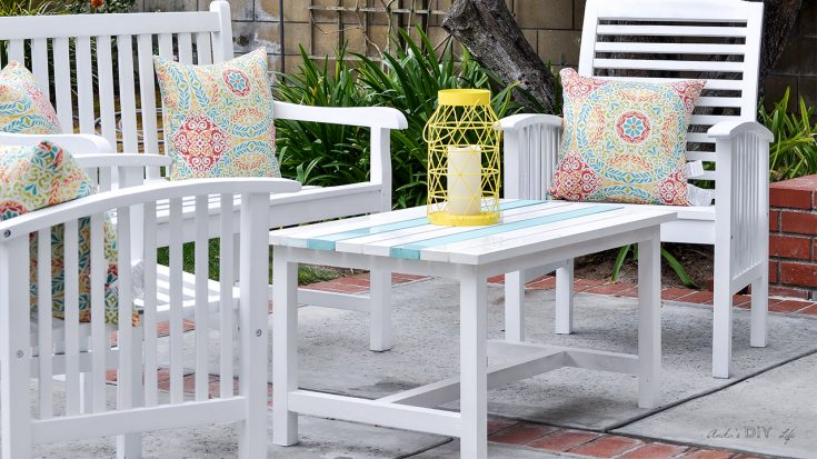 Easy $15 DIY Outdoor Coffee Table - Free Plans And Step By Step Tutorial